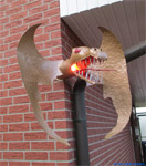 Outdoor dragon lamp varnishes with the HAMMERITE forge scale special effect coating, for a house wall.